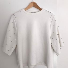 Jeg har brugt blusen et par gange, og derfor er den blevet vasket få gange. Men den fejler absolut intet!