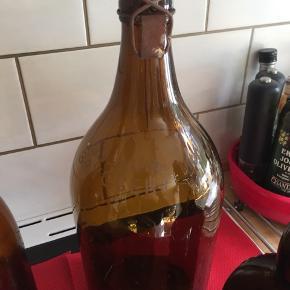 Øverst til venstre flaske med luk 100kr Øverst til højre gammel svensk bryggeri  125kr Nederst til venstre stort brunt apotekerglas 125kr Stor øl flaske med luk 50kr Afhentes i Roskilde
