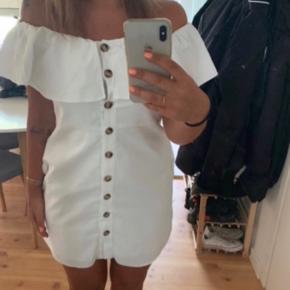 ZARA kjole med bare skuldre  Størrelse M  Nypris 599