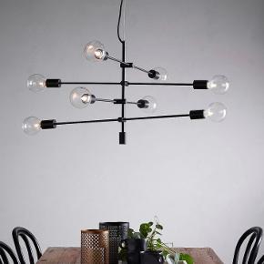 Rigtig fed lampe over spisebordet eller sofabord, den er helt ny i indpakning sælges da jeg skal flytte og ikke passer alligevel. Ny pris 2000 kr købt på tilbud til 1400