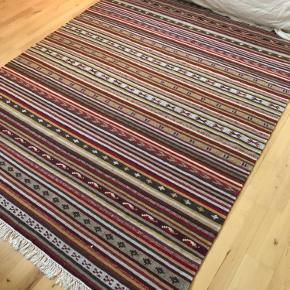 Real kelim carpet 260x177. In excellent condition. Unfortunately I don't have space for this beauty any more. Price can be discussed :)