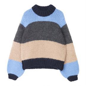 Billede af sweateren kommer d. 7/11 🌟  Sælger denne Ganni sweater for min søster. Aldrig brugt, da det var den forkerte farve hun fik i gave. Tags, prismærke etc. medfølger. OBS.: Rimelig stor i størrelsen. Kan snildt passe en str. M.