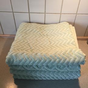 Håndklæder Mint Brugt få gange, i fin stand   70/140 cm 4 stk.  50/70 cm 4 stk.  Gæste 4 stk.