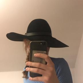 Ny hat, stadig med prismærke