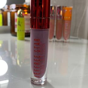 Jeffree Star Cosmetics VLL i farven self control. Kun swatchet