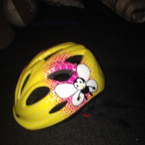 Rigtig fin cykel hjelm til piger.