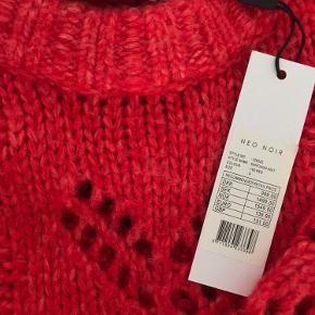 Smuk klar rød sweater. Helt ny
