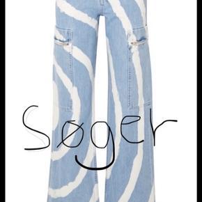 Jeg søger disse ganni bukser som vist på billedet. Hvis du er interesseret i at sælge send mig en DM. 💛