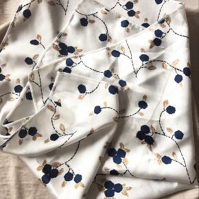Ved køb af alle tre tørklæde er prisen i alt 125