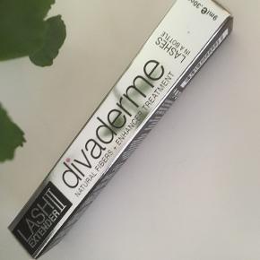Ny og uåbnet/ubrugt.  Divaderme lash extender 9 ml - forlængende fibre til vipperne, som giver ekstra længde og fylde.