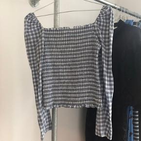 Fin envii bluse sælges. Brugt 2-3 gange og fremstår som ny