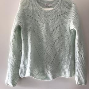 Super fin sweater - kun brugt 2 gange. Farven er mere mint end billedet kan gengive..
