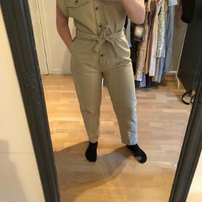 Na-kd buksedragt