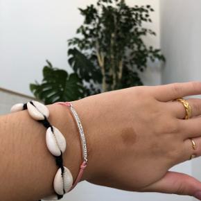 Mega fint lyserødt armbånd fra dansk smykkekunst Mangler 1 sten Sød at sætte med andre armbånd som på billedet
