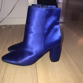 Seje støvler med hæl i glimmer mørk blå
