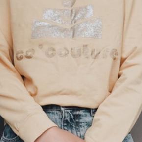 Hverken huller eller plettet, bare krøllet efter brug. Sweaterens gul er mere gennemtrængende end på fotoet.  FRI FRAGT:)