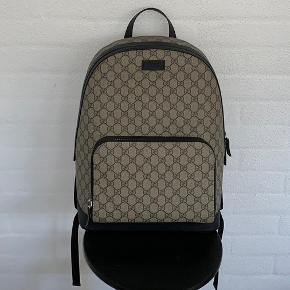 Gucci GG Supreme rygsæk, alt originalt medfølger inklusiv kvit, den er i super tilstand.  Bud modtages men kun seriøse tak :)