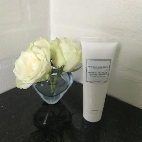 Helt ny. 75 ml Tromborg aroma therapy deluxe herbal hand cream. Kan sendes plus porto.