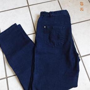 BX Jeans Varetype: Jeans ( Elisabeth)  Nye.    (se mål) Farve: Blå  Jeans sælges.  ( Elisabeth)       Bytter ikke.  Livvidde: 46x2 kan gi`sig da der er lidt elastik i siden  skridthøjde: fortil 31 Bagpå: 39 Lår:29x2 Knæ: 24x2 Indvendig benlængde: 80 Ved fod 19  Materiale: 78% Bomuld 20 % polyster 2 % Elasthan  Varetype: Jeans ( Elisabeth)  Nye.    (se mål) Farve: Blå  Jeans sælges.  ( Elisabeth)       Bytter ikke.  Livvidde: 46x2 kan gi`sig da der er lidt elastik i siden  skridthøjde: fortil 31 Bagpå: 39 Lår:29x2 Knæ: 24x2 Indvendig benlængde: 80 Ved fod 19  Materiale: 78% Bomuld 20 % polyster 2 % Elasthan