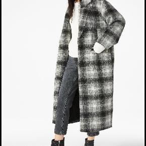 Lækker oversize frakke fra Monki. Kun brugt et par gange og er stadig god. Den kan bruges af en medium