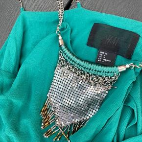 Fineste top fra H&M  Aftageligt smykke  Fremstår som ny   #Secondchancesummer