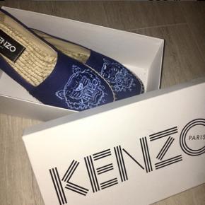 Sælger mine kenzo sko, som er så gode som nye! De er en str 38 fitter mindre -nærmest aldrig brugt, vil derfor gerne så tæt på ny pris som muligt  np 1150,-  tags  KENZO, blå sko, nye, billigt, kenzo, kenzo sko, nyt kenzo, mærkevare, highend