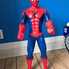 Stor spiderman figur. Måler ca. 80 cm. 🙂