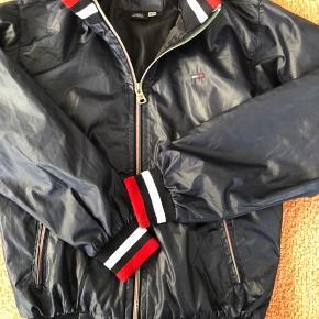 Fin overgangs jakke, brugt meget lidt....😀  Handler gerne mobilepay