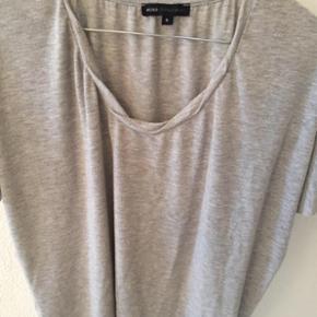 Moss Copenhagen t-shirt i str. small 😊