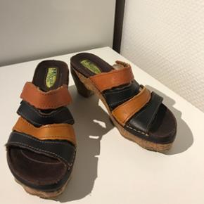 Helt nye El natura liste sandaler til salg. Nypris 875kr ( ægte læder)