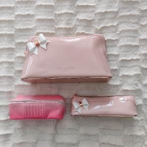 Makeup opbevaringstasker sælges. To fine lyserøde Ted Baker opbevaringstasker og en Dior lyserød opbevaringstaske.   De to Ted Baker et købt på Zalando for et år siden til en samlet pris på 700 kr.  Dior er følget med et køb i Matas, hvor jeg købte en masse Dior produkter, og så var Dior makeup pungen en gave der fulgte med.   Taskerne kan købes til en samlet pris, men sælger dem også gerne hver for sig. Kom endelig med bud.