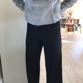 Lækre culotte bukser med ribdetaljer!  BYD !