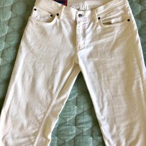 Jeans fra Acne. Størrelse 32/32.  Aldrig brugt. Sælges fordi de er købt for små.  Skriv hvis du ønsker flere billeder 😊 Nypris var 1200,-