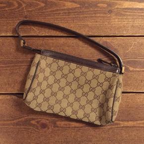 Smuk Gucci taske. Standen er 10/10. Remmen kan evt skiftes så den kan bruges som crossbody. Se sidste billede for serienummer.