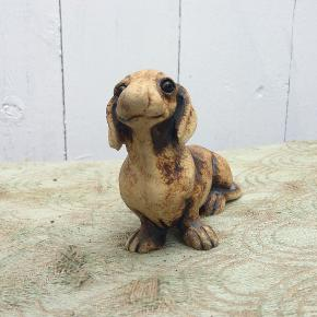 Skønneste lille unika gravhund, sødeste udtryk, stentøj, Dansk Design, se bunden. 175 pp, se mine andre annoncer. Giver mængderabat. Husk smilet og den gode :-) <3