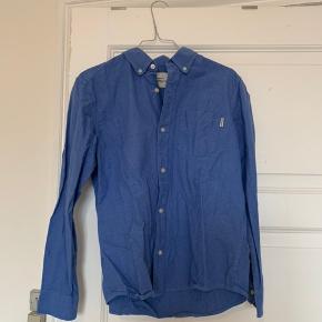 Fin Carhartt skjorte. BYD gerne. Spørg for flere billeder på.   -køber betaler fragt.