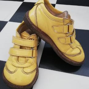 Søde gule lak sko fr angulus