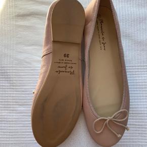 Fineste ballerinaer fra Manuela de Juan købt hos Lubarol. Minder om de klassiske Repetto ballerinaer. Aldrig brugt.  Bytter ikke.