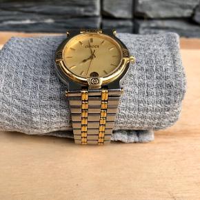 GUCCI ur i smuk stand.