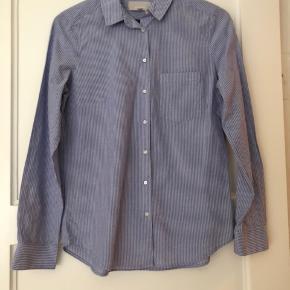 Skjorten er stribet. Brugt 1 gang.  Bytter ikke.