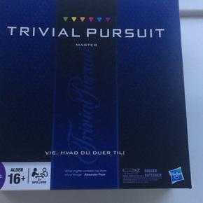 Rigtigt fint Trivial Pursuit Master Edition, som vi aldrig spiller. Vi er bare mere til Uno 🎲😁 Alle delene er i spillet og timeren virker 🕐