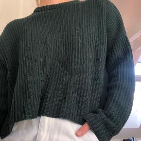 Grøn strik sweater med cropped fit.