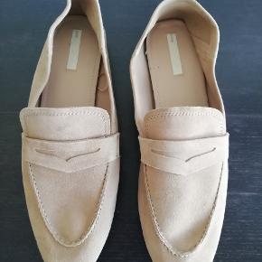 Fine loafers i ruskind. Aldrig brugt og i fin stanf