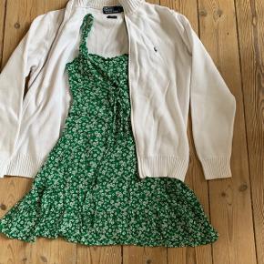 Kjole i grøn med blomster, brugt 1 gang, købt i Barcelona ☀️