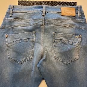 De fedeste jeans fra mos mosh i str. 28. Som nye.