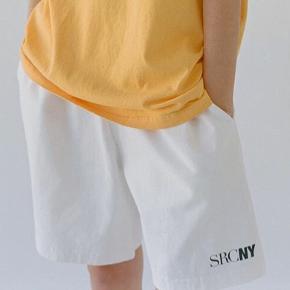 Sælger disse fede Sporty & Rich SRCNY Gym Short i farven White/Navy. De er aldrig brugt!🌸 - køber betaler selv for fragt😊