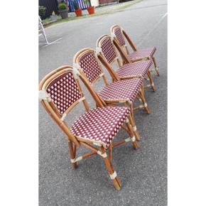 Fire franske caféstole  1250 pr stk   Flet i bordeaux/råhvid Stolene er brugte, men i god stand.
