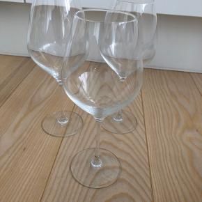 Sælger 3 stk. Holmegaard rødvinsglas. Kan hentes i Aarhus. Samlet pris 100 kr.
