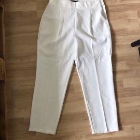 Zara bukser, aldrig brugt Bukserne er lidt små i størrelsen:)