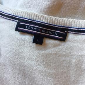 Sweater fra Tommy Hilfiger, intet tegn på slid☀️   Se også mine andre vare👚👘👗